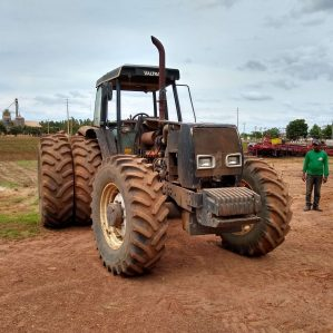 Trator Valtra BH 180 ano fab: 2004.