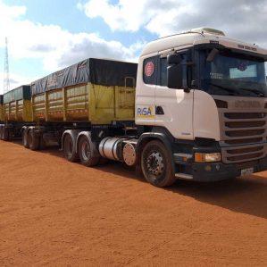CAMINHÃO SCANIA R440 6X4 + SEMI REBOQUE TRITREM
